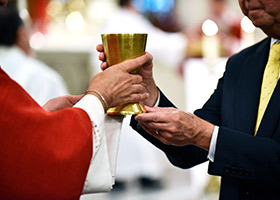 Lawyers, public officials, and judges receive Communion during the 14th Annual Fort Worth Red Mass celebrated by Bishop Michael Olson at St. Patrick Cathedral. (NTC/Ben Torres)